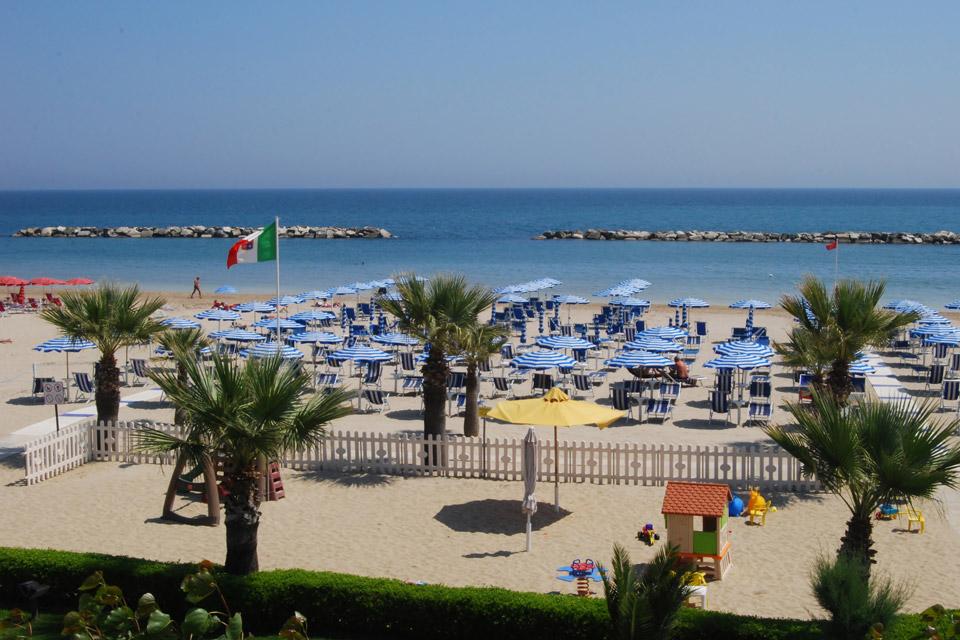 Matrimonio In Spiaggia Nelle Marche : Last minute residence per vacanze al mare a san benedetto